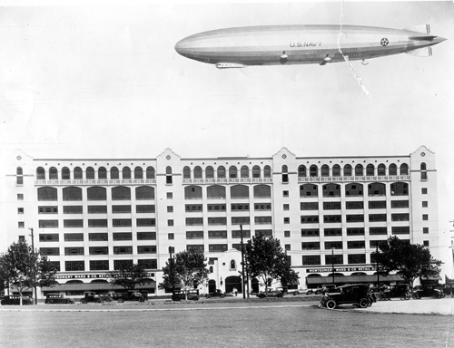 Dirigible Los Angeles over Montgomery Wards in 1928